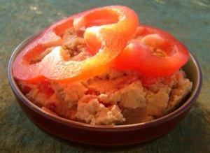 Humus med rød peber